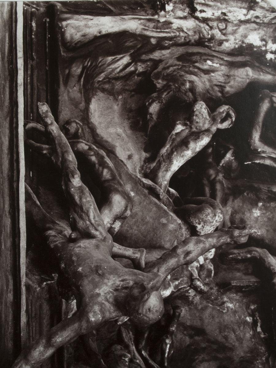 Porte de l'Enfer - Sculpture Rodin - Fronton-femme-a-genoux - Photo Carol-Marc Lavrillier